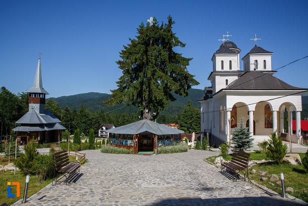ansamblul-manastirea-caraiman-din-busteni-judetul-prahova.jpg