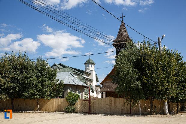 ansamblul-manastirea-macin-judetul-tulcea.jpg