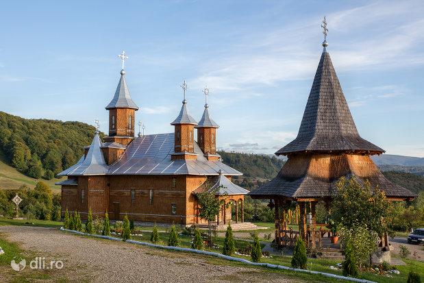 ansamblul-manastirea-sfanta-treime-din-moiseni-judetul-satu-mare.jpg