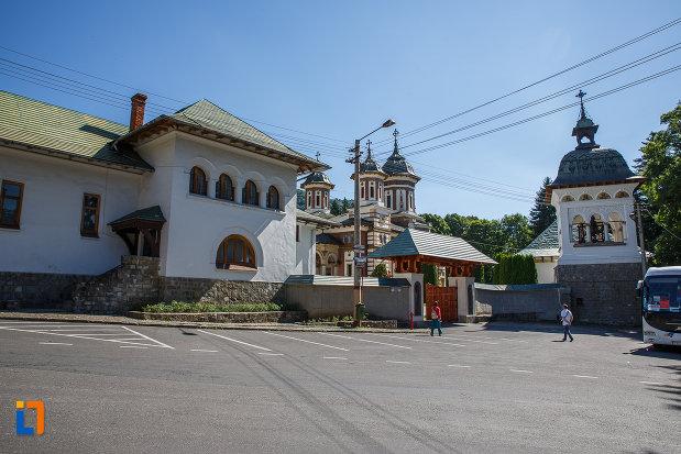 ansamblul-manastirea-sinaia-judetul-prahova.jpg
