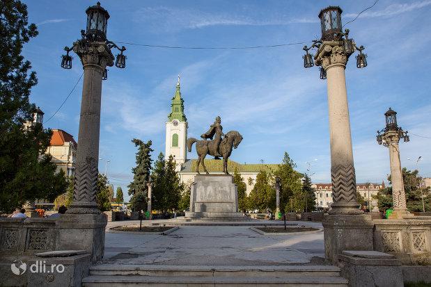ansamblul-statuia-mihai-viteazu-din-oradea-judetul-bihor.jpg