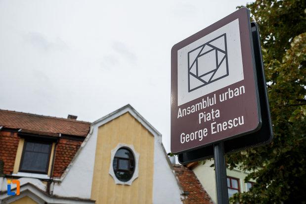 ansamblul-urban-piata-george-enescu-din-medias-judetul-sibiu-monument-istoric.jpg