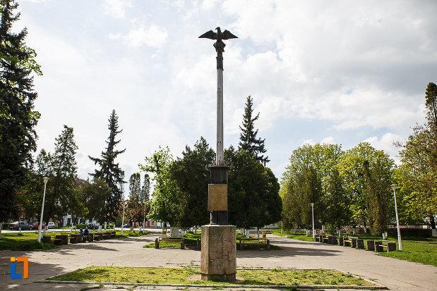 ansamblul-urban-piata-libertatii-din-hunedoara-judetul-hunedoara.jpg