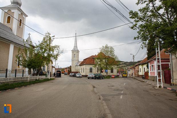 ansamblul-urban-str-bisericilor-din-hateg-judetul-hunedoara-monument-arhitectural.jpg