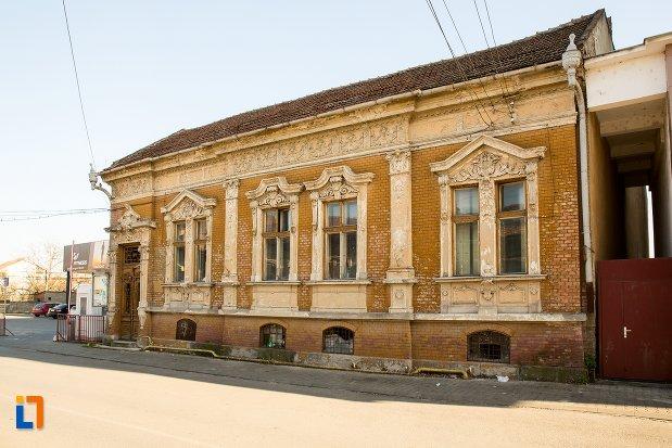 ansamblul-urban-str-primaverii-din-alba-iulia-judetul-alba-casa-monument-istoric.jpg