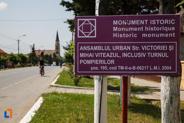 ansamblul-urban-str-victoriei-si-mihai-viteazul-din-deta-judetul-timis-monument-istoric.jpg