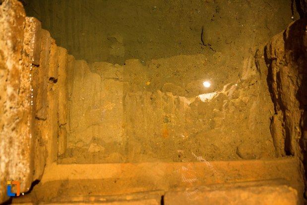 apa-de-la-fantana-secreta-din-asezarea-romana-sucidava-din-corabia-judetul-olt.jpg