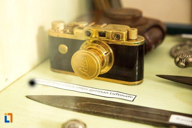 aparat-foto-expus-la-conacul-theodor-bals-azi-muzeul-nordului-din-darabani-judetul-botosani.jpg