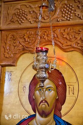 aplica-din-manastirea-sfanta-treime-din-moiseni-judetul-satu-mare.jpg