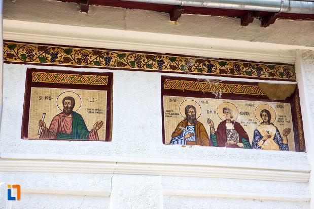apostoli-pictati-pe-biserica-sf-gheorghe-1863-din-fierbinti-targ-judetul-ialomita.jpg