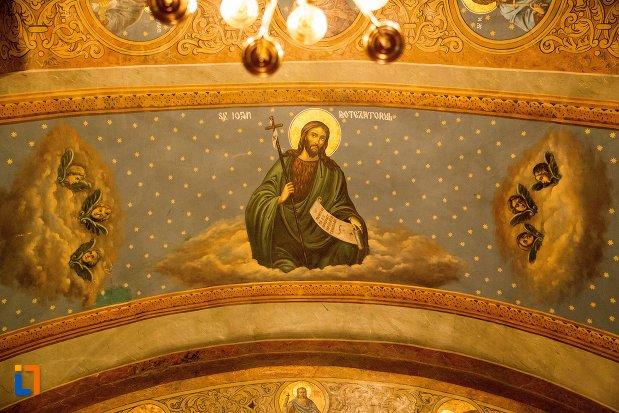 arc-cu-imagini-biserica-buna-din-buzau-judetul-buzau.jpg