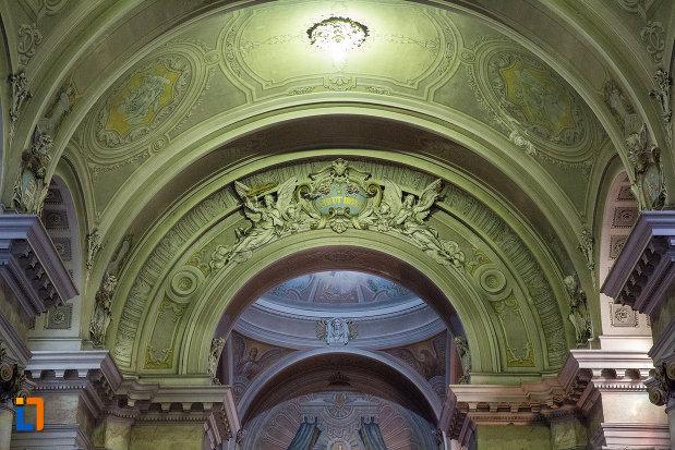arc-decorat-de-la-catedrala-romano-catolica-din-arad-judetul-arad.jpg