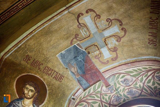 arc-din-biserica-maieri-sf-treime-din-alba-iulia-judetul-alba.jpg