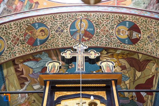 arc-ornat-din-biserica-ortodaxa-sf-gheorghe-din-mangalia-judetul-constanta.jpg