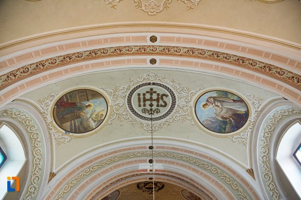 arc-ornat-din-biserica-romano-catolica-din-ocna-mures-judetul-alba.jpg