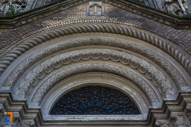 arcele-de-la-catedrala-romano-catolica-millenium-din-timisoara-judetul-timis.jpg