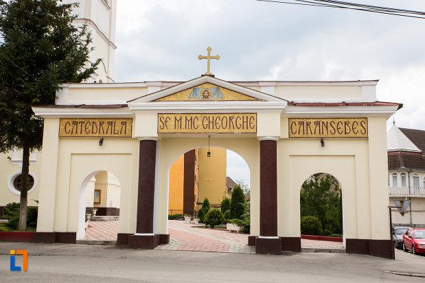 arcul-de-la-catedrala-sf-gheorghe-din-caransebes-judetul-caras-severin.jpg
