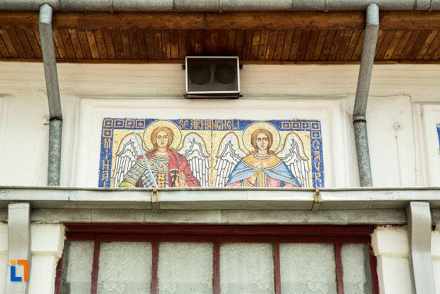 arhangheli-pictati-pe-biserica-biserica-sf-arhangheli-din-slatina-judetul-olt.jpg