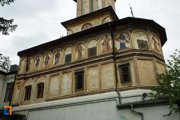 arhiepiscopia-ramnicului-din-ramnicu-valcea-judetul-valcea-imagine-cu-exteriorul-paraclisului-sf-grigorie-bogoslovul.jpg