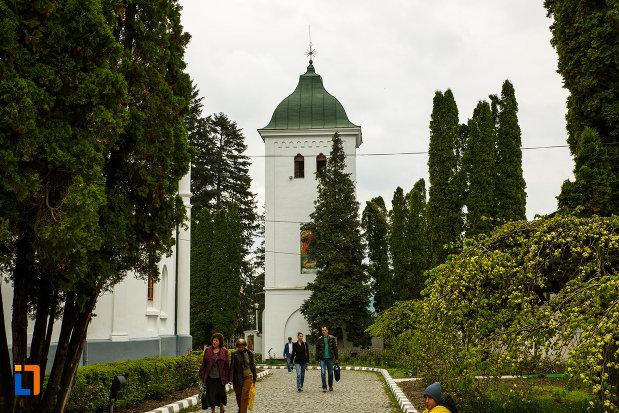 arhiepiscopia-ramnicului-din-ramnicu-valcea-judetul-valcea-poza-cu-turnul-clopotului.jpg