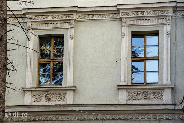 arhitectura-de-la-academia-de-drept-colegiul-national-mihai-eminescu-din-oradea-judetul-bihor.jpg