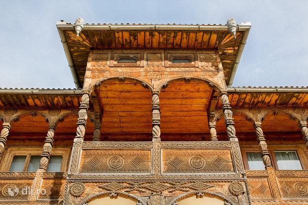 arhitectura-traditionala-de-la-muzeul-barsanart-din-barsana-judetul-maramures.jpg
