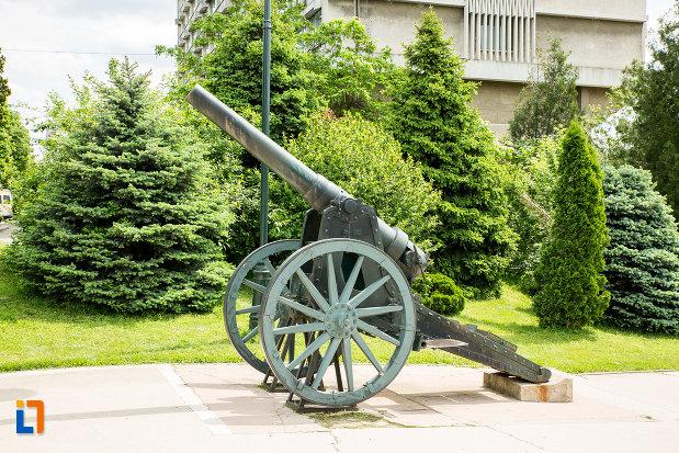 arma-de-lupta-de-la-monumentul-eroilor-din-primul-razboi-mondial-din-drobeta-turnu-severin-judetul-mehedinti.jpg
