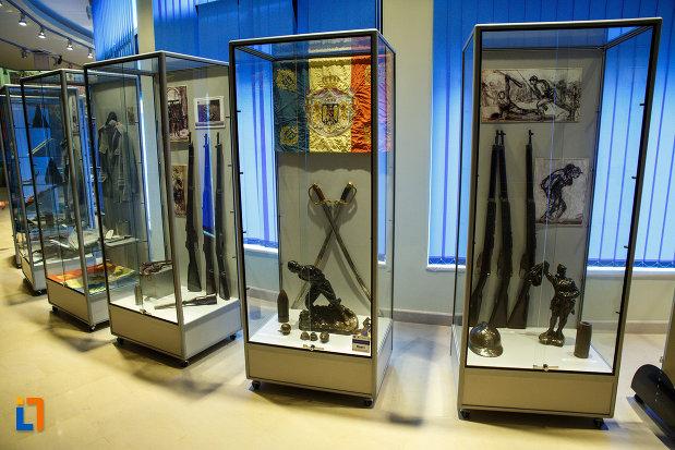arme-expuse-in-muzeul-de-la-mausoleul-eroilor-din-1916-1919-de-la-marasesti-judetul-vrancea.jpg