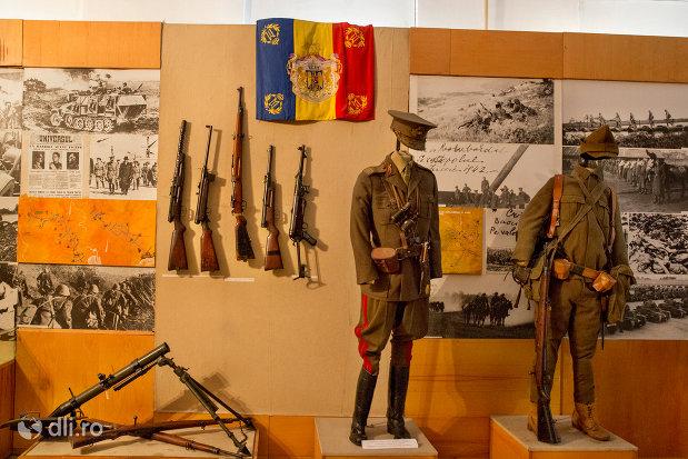 arme-si-uniforme-soldati-muzeul-militar-din-oradea-judetul-bihor.jpg