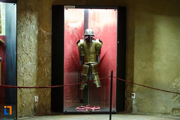 armura-expusa-la-castelul-corvinilor-azi-muzeu-din-hunedoara-judetul-hunedoara.jpg