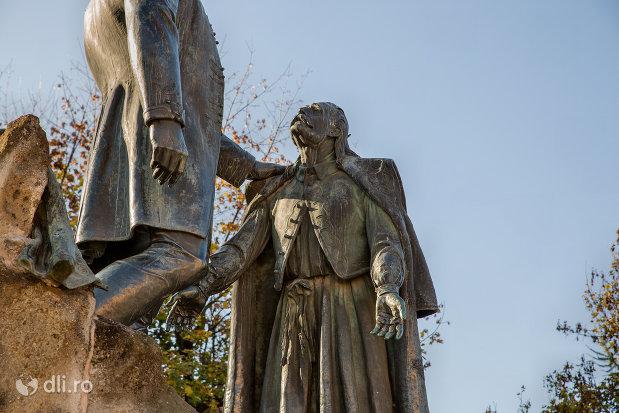 baciul-samson-statuia-wesselenyi-din-zalau-judetul-salaj.jpg