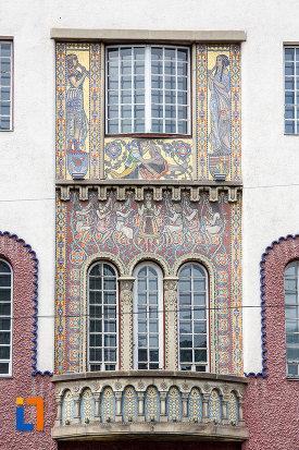 balcon-arcuit-de-la-palatul-culturii-filarmonica-biblioteca-si-muzeul-de-arta-din-targu-mures-judetul-mures.jpg
