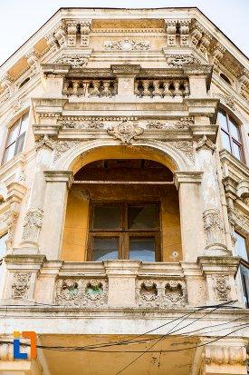 balcon-cu-elemente-decorative-casa-de-pe-strada-mihai-eminescu-din-braila-judetul-braila.jpg
