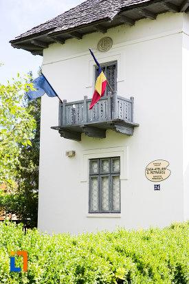 balcon-de-la-casa-atelier-g-petrascu-din-targoviste-judetul-dambovita.jpg