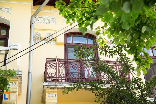 balcon-de-la-casa-azi-policlinica-din-galati-judetul-galati.jpg
