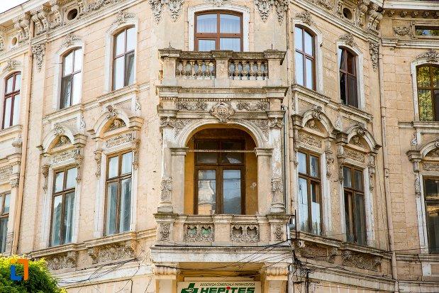 balcon-de-la-casa-de-pe-strada-mihai-eminescu-din-braila-judetul-braila.jpg