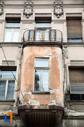 balcon-de-la-casa-din-anul-1900-monument-istoric-din-arad-judetul-arad.jpg