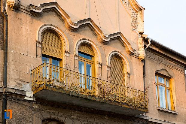 balcon-de-la-casa-din-anul-1906-monument-istoric-din-arad-judetul-arad.jpg