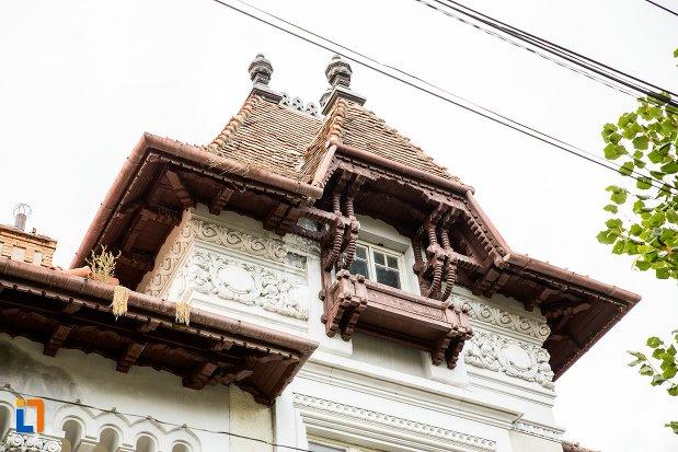balcon-de-la-casa-dr-giurca-din-fagaras-judetul-brasov.jpg