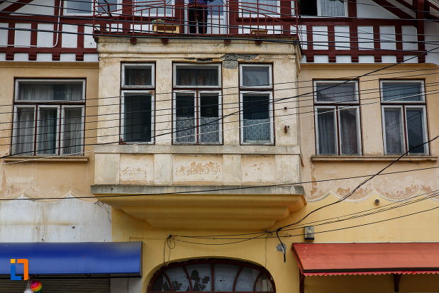 balcon-de-la-casa-ion-vasilescu-din-azuga-judetul-prahova.jpg