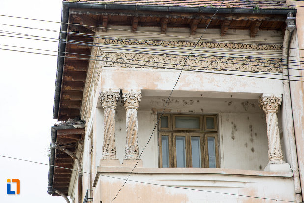 balcon-de-la-casa-manolache-din-bolintin-vale-judetul-giurgiu.jpg