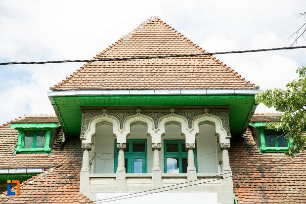 balcon-de-la-casa-serban-nenita-din-tecuci-judetul-galati.jpg