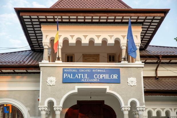 balcon-de-la-casa-zarzara-palatul-copiilor-din-alexandria-judetul-teleorman.jpg