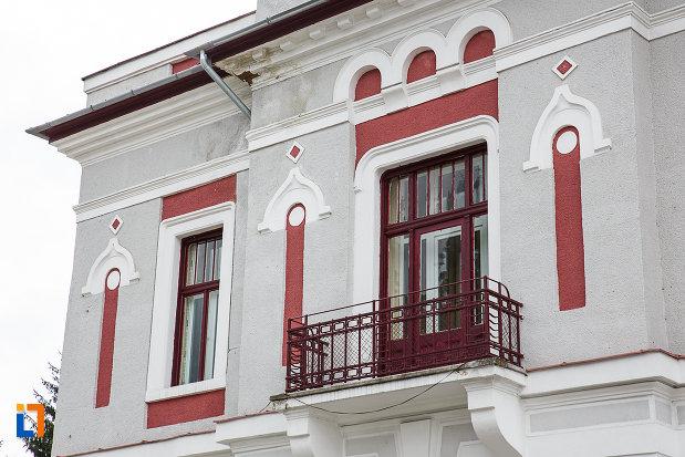 balcon-de-la-cazinoul-functionarilor-azi-teatrul-i-d-sarbu-din-petrosani-judetul-hunedoara.jpg