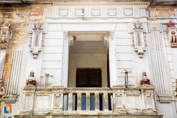 balcon-de-la-cladire-istorica-azi-policlinica-din-oravita-judetul-caras-severin.jpg