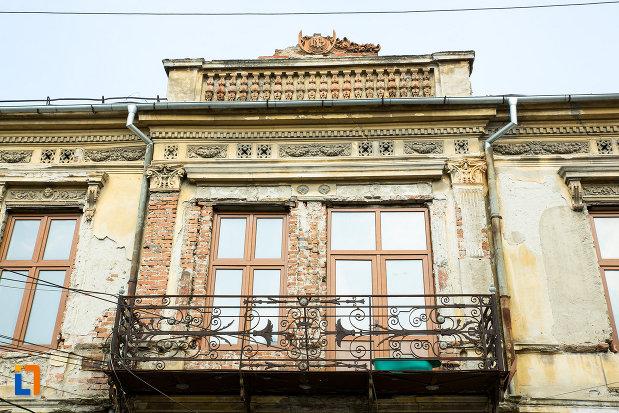 balcon-de-la-hanul-putureanu-din-craiova-judetul-dolj.jpg