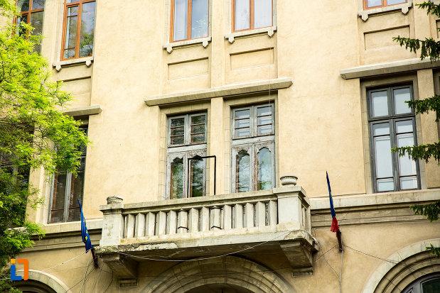 balcon-de-la-liceul-internat-de-fete-elena-cuza-din-craiova-judetul-dolj.jpg