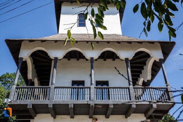 balcon-de-la-muzeul-conacul-bellu-din-urlati-judetul-prahova.jpg