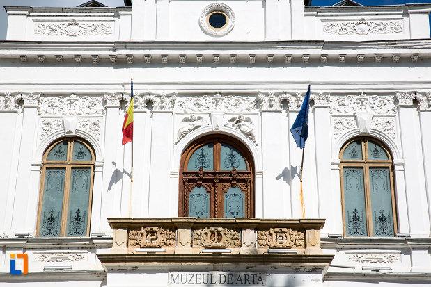 balcon-de-la-muzeul-de-arta-din-targoviste-judetul-dambovita.jpg