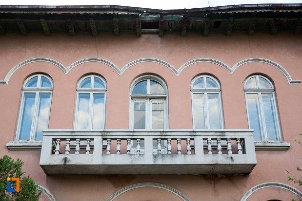 balcon-de-la-muzeul-de-arta-lucian-grigorescu-din-medgidia-judetul-constanta.jpg